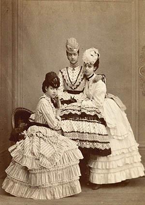 De tre prinsesser: Dagmar, Alexandra og Thyra. Klik for større billede