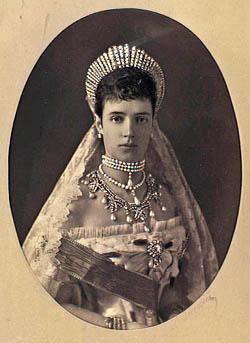 Portræt af kejserinde Dagmar i det store skrud. Klik for større billede