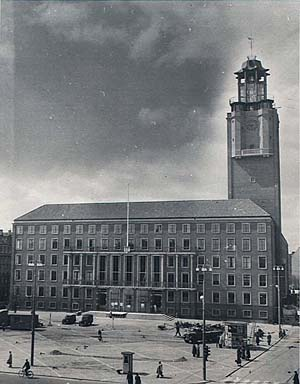 Frederiksberg Rådhus under opførelsen. Klik for større billede
