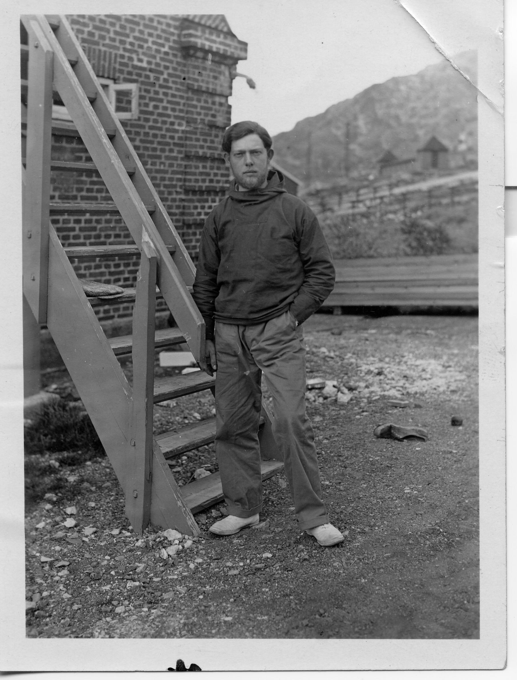Gustaf Munch-Petersen i Grønland, 20 år gammel, 1932.