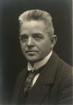 "The image ""http://www2.kb.dk/elib/noder/hcamusik/carl_nielsen.jpg"" cannot be displayed, because it contains errors."